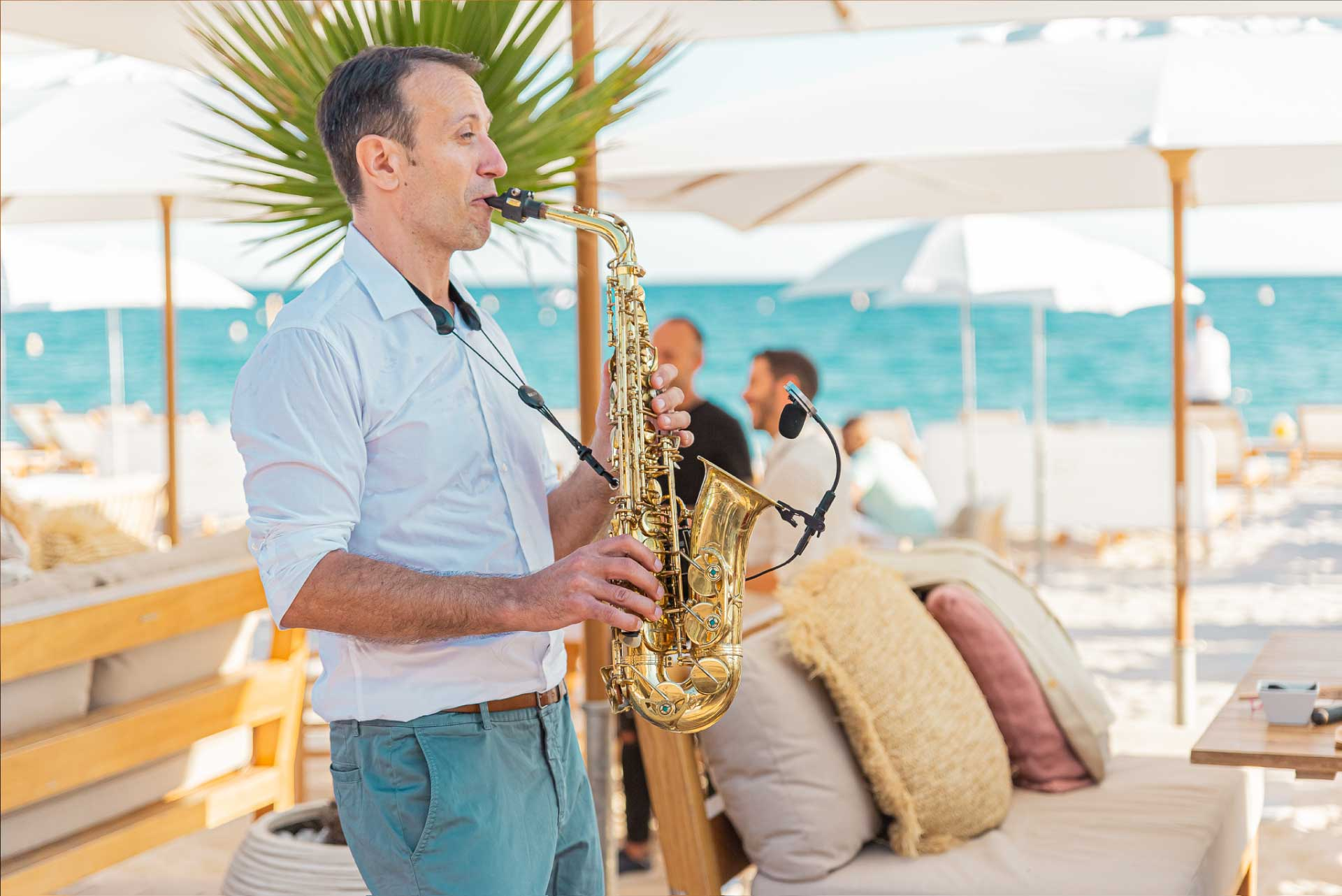 Miramar-plage-restaurant-gastronomique-cannes-saxophoniste
